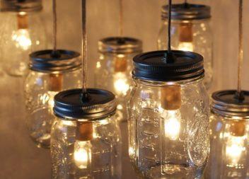 Lampadario elegante con barattoli di vetro. Master class