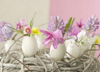20 idee per decorare la tavola di Pasqua con i fiori