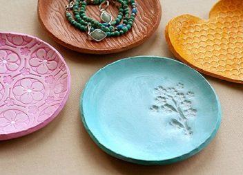 Idee su piatti e tazze in ceramica