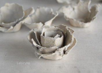 Facciamo dei fiori con contenitore portauova: master-class