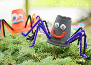 Bicchieri di plastica e carta: idee per la creatività dei bambini