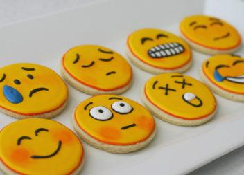 Emoji negli accessori e decorazioni: 16 idee