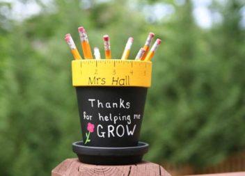Stand creativi per penne e matite: 16 idee