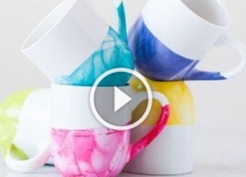 Coloriamo la tazza in acqua colorata: video-lezione