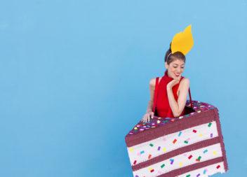 Costume divertente e creativo per una festa di compleanno: foto-lezione