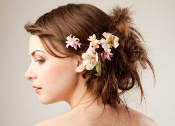 25 idee su fiori nei capelli