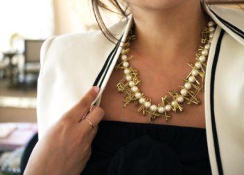 Collana di perle e spille: foto-lezione