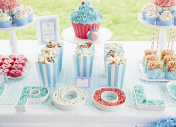 Compleanno per bambini in piscina: decorazione e dettagli