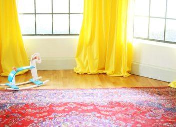 Impariamo a fare le tende gialle per camera dei bambini: master-class