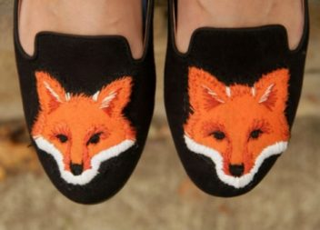 Decorazione delle scarpe con le volpi