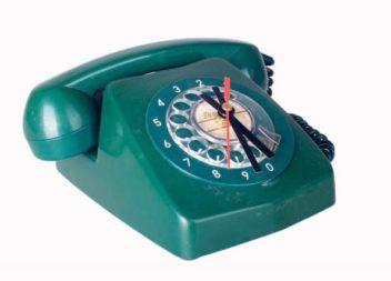 Trasformazione del vecchio telefono in un orologio