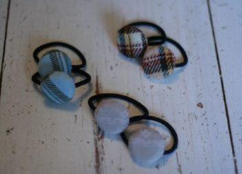 Trasformazione tappi delle bottiglie di vetro in accessorio per capelli