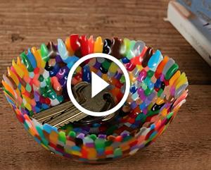 Vaso realizzato in perline di plastica