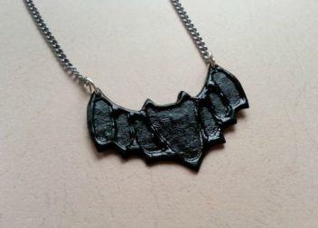 Sospensione a forma di pipistrello