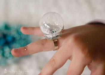 Anello-palla: favola invernale sulle dita