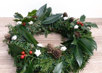 Corona di rami d'albero di Natale