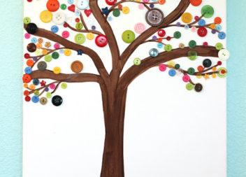 Handmade con bambini: bottoni su un albero