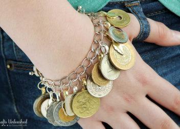 Idea per i turisti: un braccialetto di monete
