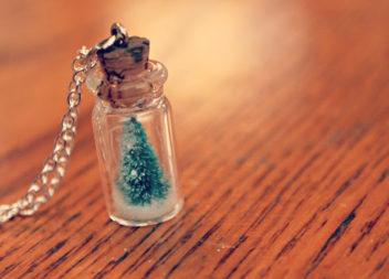 Albero di Natale nel vitro: decorazione affascinante