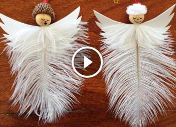 Angeli di Natale con piume