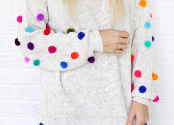 Maglione con pompon: decorazione fai da te