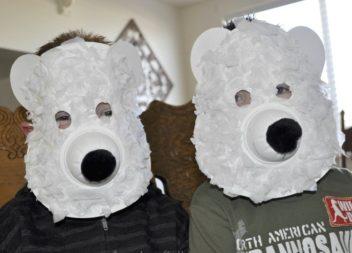 Prepariamoci per il carnevale: maschera economica dell'orso bianco!