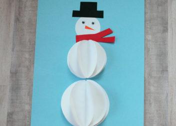 Pupazzo di neve di carta: creatività per bambini