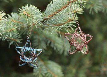 Ornamenti sull'albero di Natale fai da te: stella dal filo