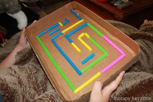 Un gioco con le cannucce da cocktail: divertimento per bambini