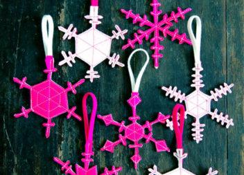 Fiocco di neve con feltro: decorazioni di Capodanno